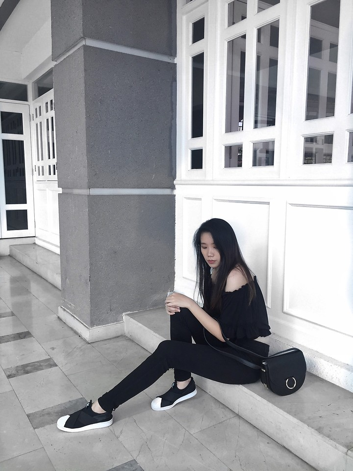 adidas superstar black outfit