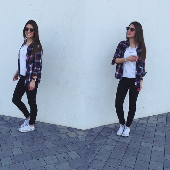 white converse and black jeans