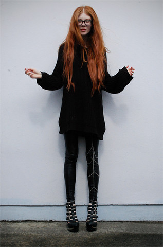 Tahti Syrjala - Love Leg Cage, Jeffrey Campbell Clinic Wedges, Topshop Oversized Jumper - 21.07 ; Big Hair Big Shoes Big Jumper