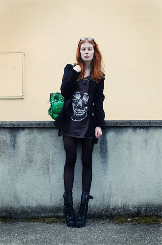 Tahti Syrjala - Hype Green Bag, Vintage Oversized Blazer, Illustrated People T Shirt Dress, Ebay Boots - 01.08 ; Mermaid Skull