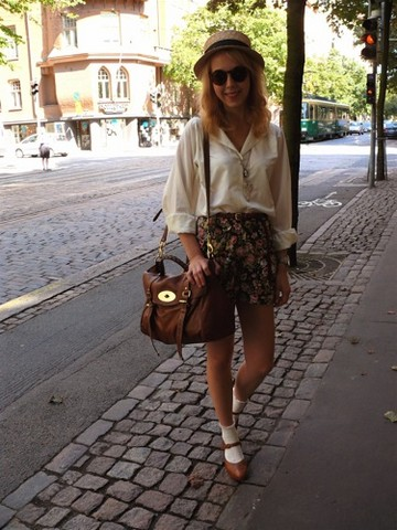 Reetta M - Mulberry Alexa Bag, Vintage Floral Shorts - The Last Days of Summer