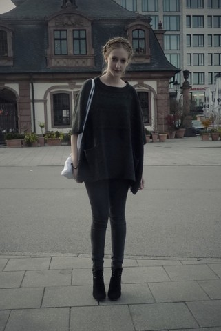 Marie-Louise H. - Zara Dark Green Oversized Something, Grey Jeggins, Black Wedges, Frankfurt - Young at love & life