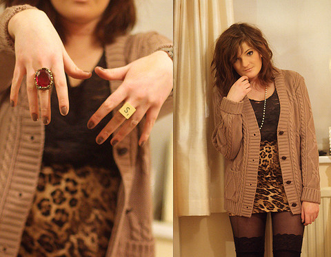 S L - Vintage Fair Scrabble Ring, Topshop Leopard Skirt, Cable Knit Cardigan, Topshop Black Vest, Lace Topped Stockings, Miss Selfridge Red Gem Ring - Cable knit + leopard