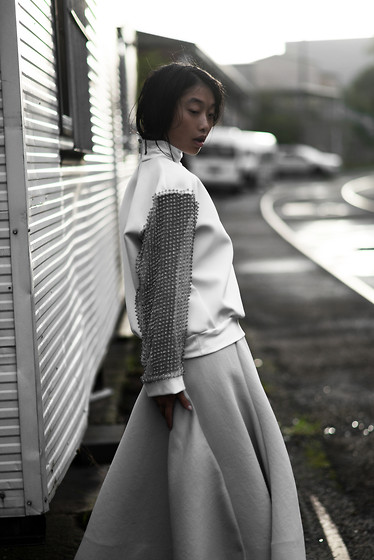 Margaret Zhang - Swarovski Chain Mail Sweater, Toni Maticevski Full Skirt - The Maticevski Theory