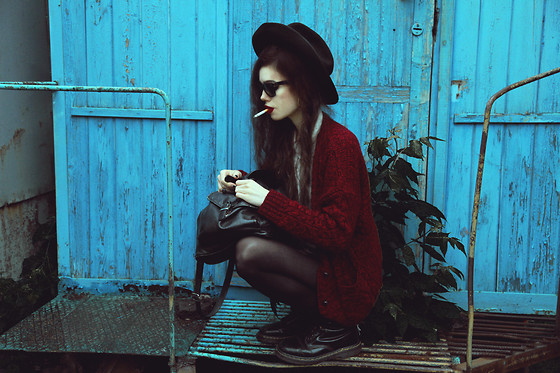 Violet Ell - Thrift Store Hat, Dr. Martens Boots, Ray Ban Sunglasses, Sweater - 23.05.2013