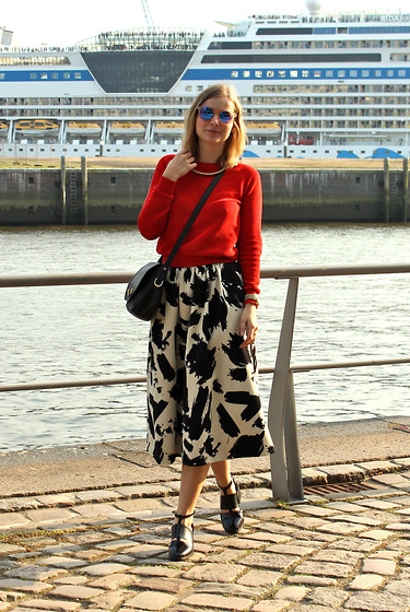 Ann Cathrin Schönrock - Cos Pullover, H&M Midi Skirt, Jeffrey Campbell Cut Out Boots, Kaviar Gauche Bag, Le Specs Sunglasses - Sunny day and Midi-skirt