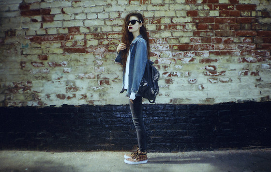 Violet Ell - Vans Shoes, Topshop Denim Backpack, Ray Ban Sunglasses - --.--.2013