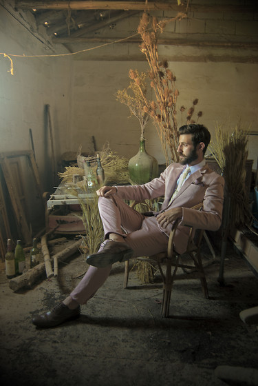 Adrian Cano - Brown Brogues, Pink Suit - Summer countryside