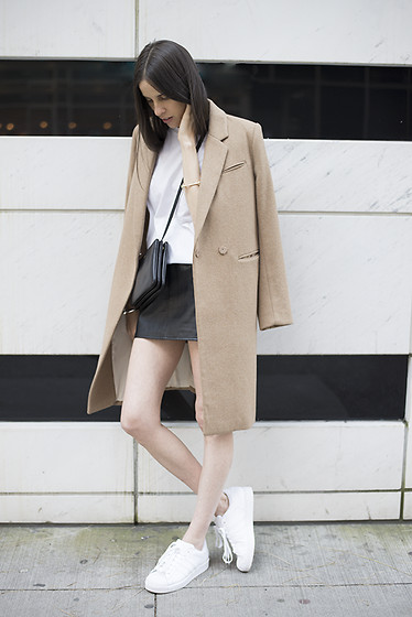 Melissa Araujo - H&M Coat, American Apparel T Shirt, American Apparel Leather Skirt, Céline Trio Bag, Adidas Sneakers -  Monochrome