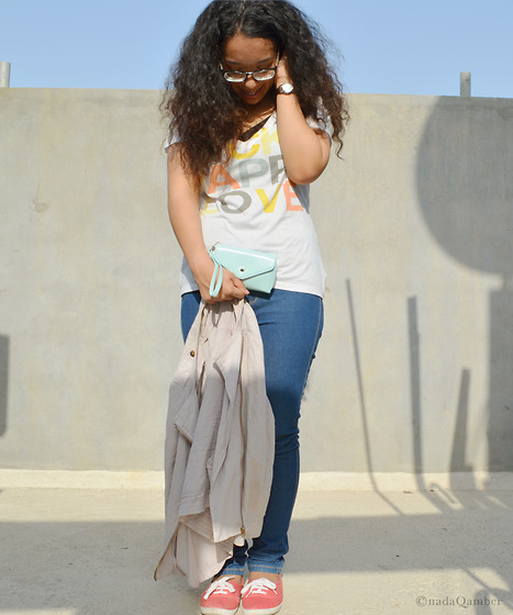 Nada Qamber - Forever 21 White V Neck Tee, Bershka Blue Jeans, New Look Pale Pink Jacket, H&M Pink Shoes - Happy Casual