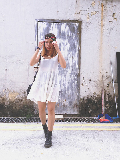 Leah S - Brandy Melville Usa Dress - My head's under water but i'm breathing fine