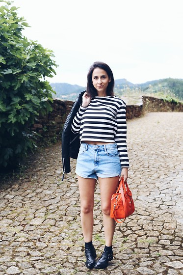 Milagros Plaza - Twist & Tango Black Leather Jacket, Zara Striped Crop Top, Zara High Waisted Shorts, Longchamp Bag, Egus In Love Black Cut Out Leather Boots - RIO DOURO
