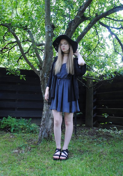 Noora V - Monki Dress, Monki Kimono, H&M Hat, Vagabond Sandals, 2nd Hand Bag - What if