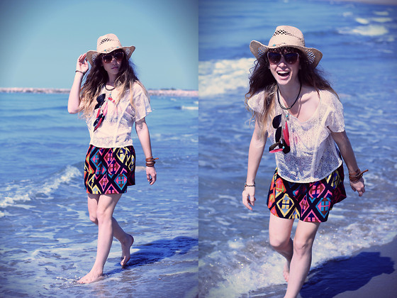 Alexe Bec - Persun Skirt, Vila Lace Top - Wandering on the beach.