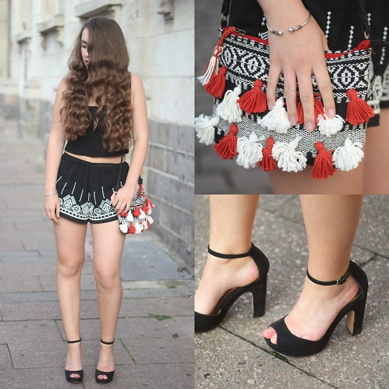 Axelle et ses caprices - Pimkie Wallet With Pompons, Bijoux Chérie Bracelet, Stradivarius High Heels Sandals, Pull & Bear Embroidered Shorts, Bershka Cropped Top - Ethnic patterns for the evening