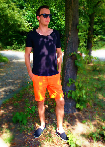 Sven A - Black Shirt, Orange Shorts, Black Espadrilles, Sunglasses - Black Summer