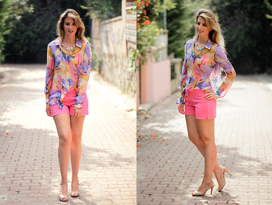 Burcu Arkut - Koton Shorts, Designroom Silk Shirt   Custom Made - Wish You a Happy and Pinky Eid
