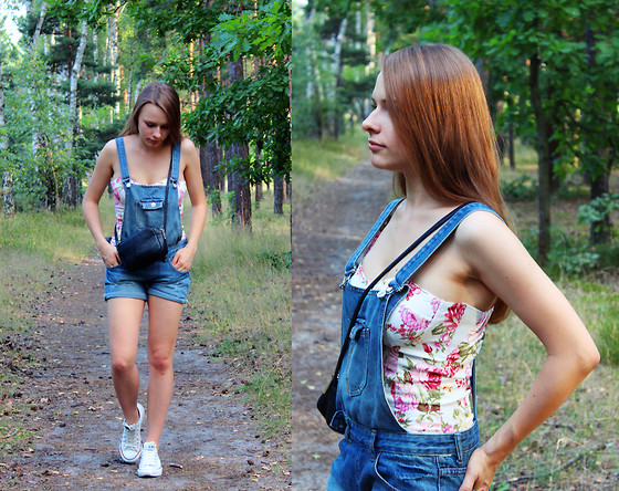 Marta S. - Floral Corset, Denim Dungarees, H&M Black Bag, Converse White Sneakers - Comfortable • SMALLROSIE.pl