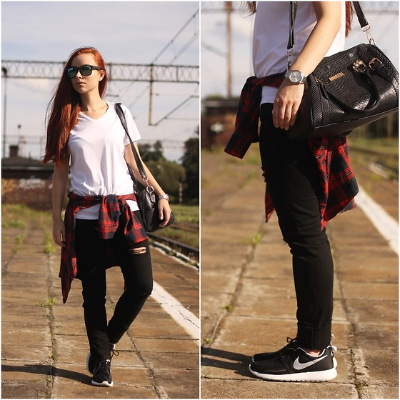 Iza Leszczak - H&M Black Skinny Pants, New Yorker Clean White T Shirt, Nike Classic Sneakers - Classic combination