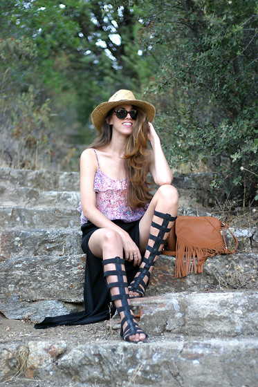 Talía Cardeña - Marypaz Gladiator Sandals, Stradivarius Bag, Bershka Top - Boho chic