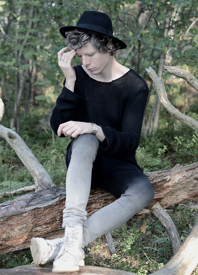 Samuel Friberg - H&M Hat, Contemporary Reflections Sweater, Cheap Monday Gradient Jeans, Dr. Martens White Mono Boots - Dry and dusty.