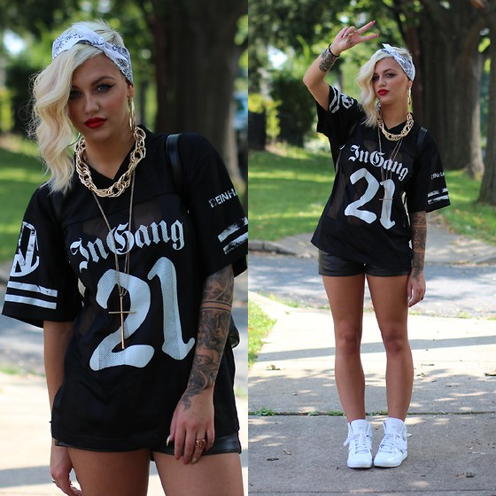 Samii Ryan - Beinhabited Jersey, Cult Of Individuality Shorts, Adidas Shoes, Forever 21 Jewelry - In Gang