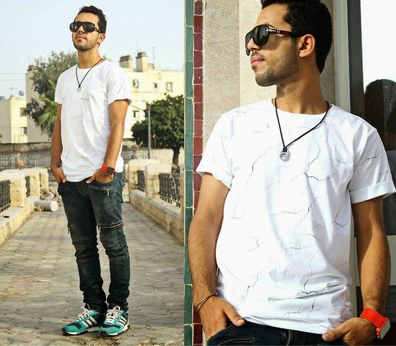 Khalil Alaoui - Giant Vintage Sunnies, Yeah Bunny Tee, Jean, Sneaker - Do it for youre self