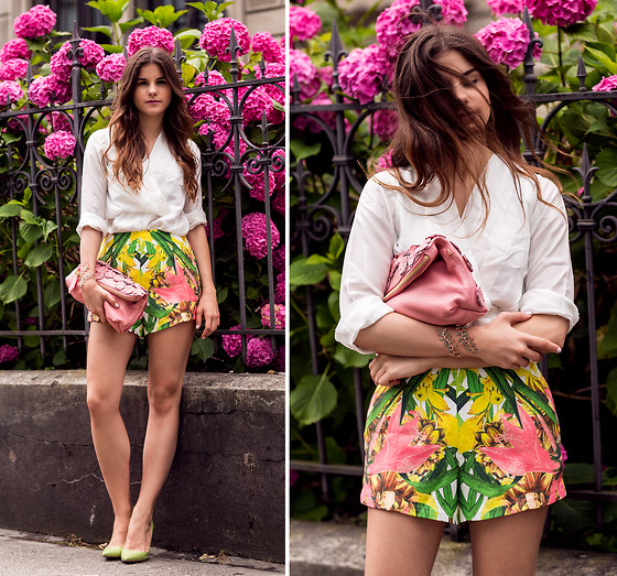 Michèle Krüsi - Finders Keepers The Label Shorts, Let Them Stare Top, Burberry Bag, Ca&Lou Bracelet, Prada Pumps - Tropical Feelings On My Shorts