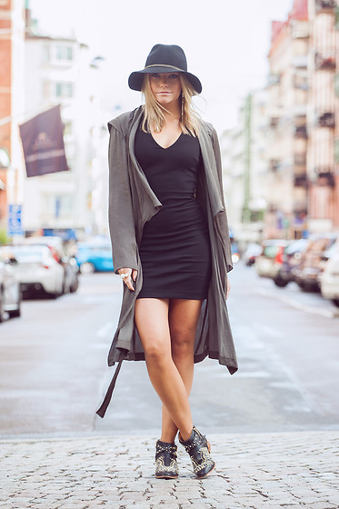 Isabel Aldén - Zara Coat, Zara Dress, Ahléns Hat - ROCKIN' THE CITY