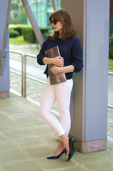 L T - Mango Sweater, Monki Clutch - Dark blue & white