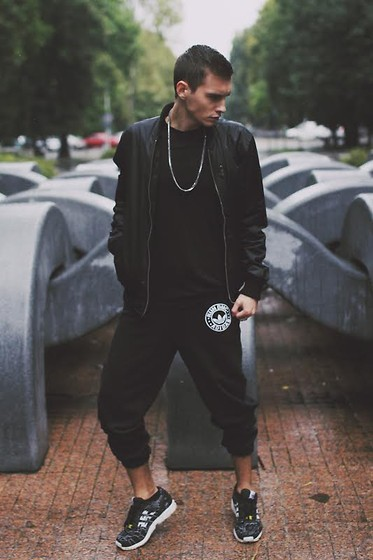 Romek Gelard Gello - Wolneelektrony, Adidas Sweatpants Originals, Urban Factory T Shirt, Zx Flux Weave - Black Rain