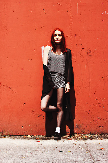 Eugenia V. Tenenbaum - H&M Tunic, H&M Crop Top, H&M Shorts, Primark Creepers - 84. THE WHITE STRIPES.