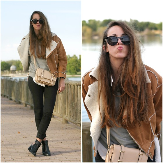 Talía Cardeña - Chic Wish Coat, Pull & Bear Boots - CAMEL COAT