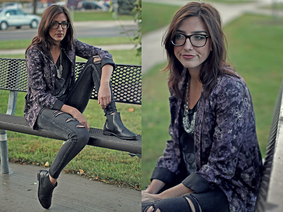Alexis Kelly - Aritzia Blazer, Aritzia Skull T Shirt, Ripped Grey Skinnies, Asos Leather Boots, Geek Glasses - Hint of Purple.