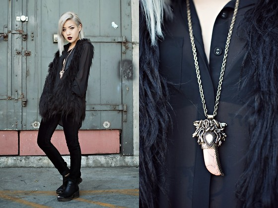 Eugénie Grey - Foxiedox Double Time Faux Fur Vest, Pink Stitch Billie Shirt In Black, Black Orchid Velvet Skinnies, Samantha Wills Outside Your Window Necklace - All Systems Go
