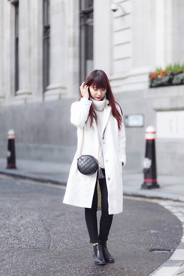 Van Anh L. - Pretty Little Thing White Long Coat, Topshop Turtle Neck Jumper, Asos Quilted Bag - Two-Tone Girl