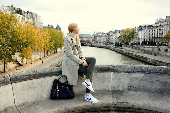 Karolina - Vero Moda Trench Coat, Just Cavalli Shouulder Bag, Nike Sneakers, H&M Sweatpants, H&M Turtleneck Jumper - #tbt Autumn in Paris