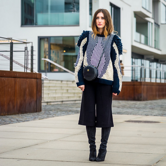 Lisa Fiege - Peter Kaiser Overknee Boots, Weekday Culottes, & Other Stories Knit Sweater, Aigner Bag - The holy grail of knit sweaters