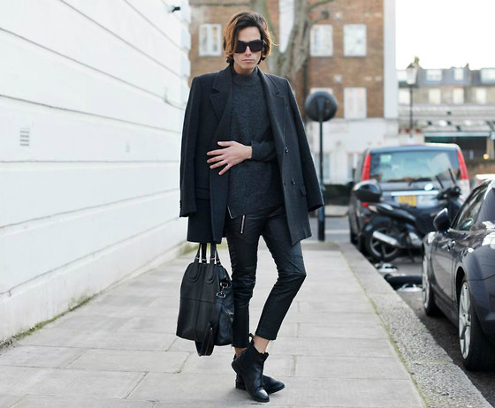 Gianni Sarracino - Givenchy Nightingale Tote, H&M Leather Chelsea Boots, Alexander Wang X H&M Sunglasses - COLD CITY