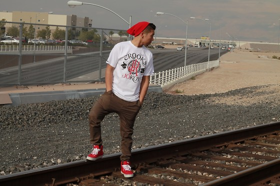 Gary Agunos - H&M Red Beanie, Cotton On Joggers, Vans Mid Top's - Look Out