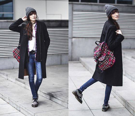 Milkwoman Johana - Topshop Coat, Dr. Martens Shoes, Mango Jeans, Pull & Bear Backpack - Long tim no see