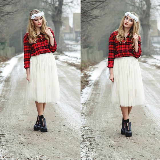 Agnieszka Warcaba - Second Hand Shirt, Http://Szafa.Pl Skirt, H&M Boots, Diy Wreath - White wreath