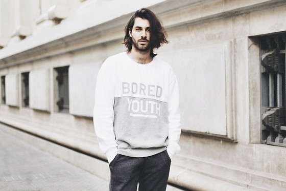 JJ Reyes - Pull & Bear Sweater, H&M Sweatpants - Bored