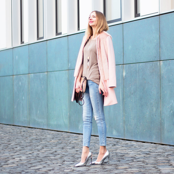 Dana Lohmüller - Zara Candy Coat, Zara Skinny Jeans, Zara Silver High Heels, Mister*Lady Knitted Jumper, Mister*Lady Multicolored Clutch - The Cotton Candy Coat