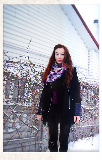 Marie M. - New Look Scarf, Sinsay Black Skirt - Winter song