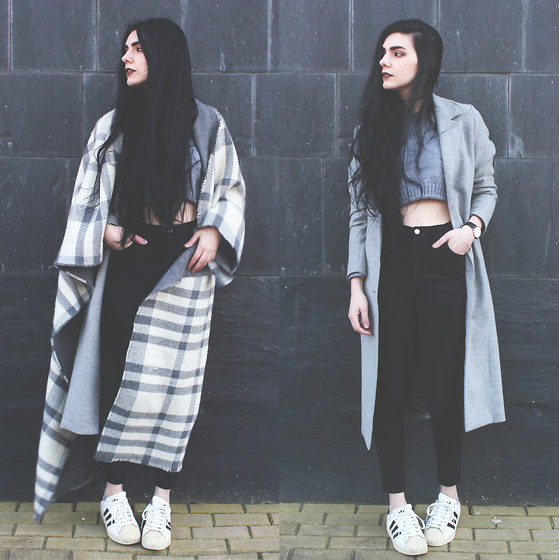 CLAUDIA Holynights - Asos Maxi Scarf, Young Hungry Free Cropped Sweater, Adidas Superstar Sneakers - Maxi scarf and superstars