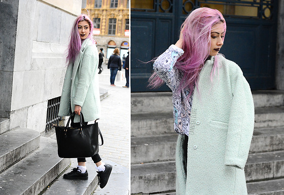 Léopoldine Cannibale - Sheinside Mint Coat, H&M Mylittlepony Top, Adidas Stan Smith, Zara Bag - Mermaids take shelfies