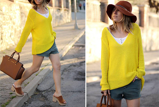 Mónica Sors - Zara Sweater, Double Agent Usa Shorts - Yellow spring