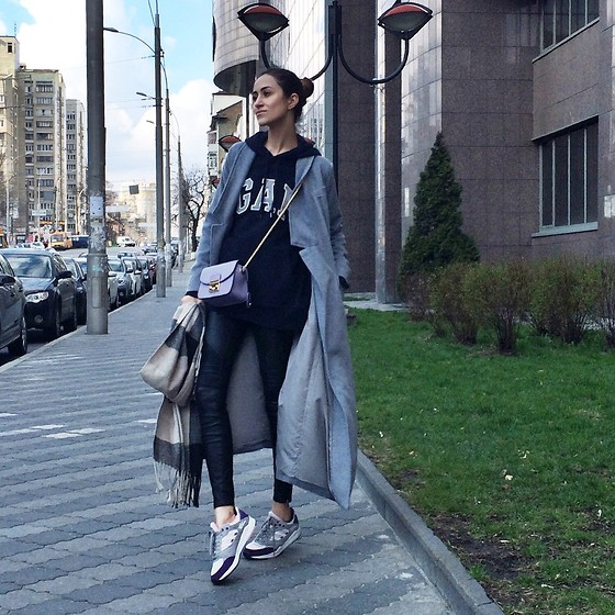 Tina Sizonova - Gap Top, Adidas Sneakers, Sheinside Coat - Gap