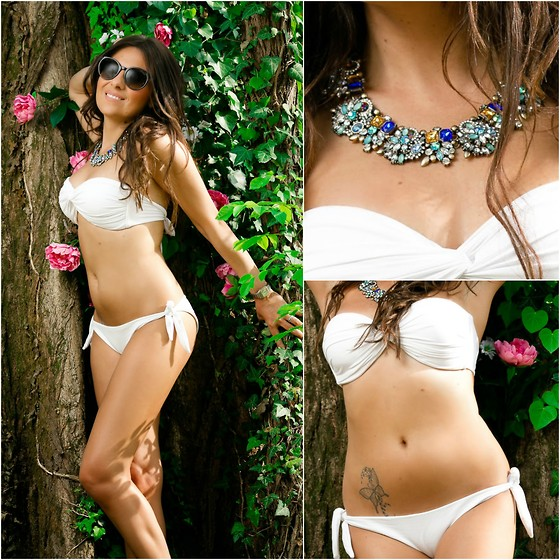 ManueLita - I Love Bikini, Carrera Sunglasses, Happiness Boutique Necklace, Sergio Rossi Shoes, Luca Barra Bracelet - I love Bikini